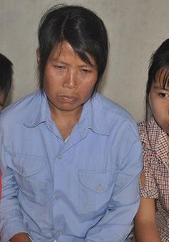 Bố chết, mẹ ung thư, bà nội điên dại, tương lai 2 đứa trẻ mờ mịt
