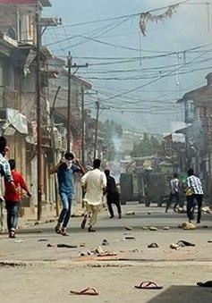 Ấn Độ: Đụng độ ác liệt ở Kashmir, 100 người bị thương