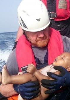 Xót xa bức ảnh em bé di cư chết đuối trên biển