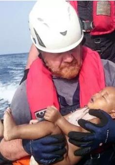 Bức ảnh đau lòng về em bé thiệt mạng trên Địa Trung Hải