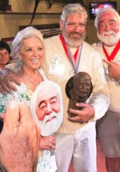 Thi hóa trang giống đại thi hào Ernest Hemingway