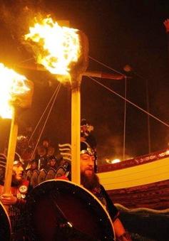 Độc đáo lễ hội lửa ở Scotland