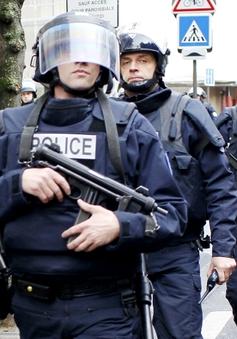 Pháp huy động 10.000 binh sĩ bảo vệ an ninh
