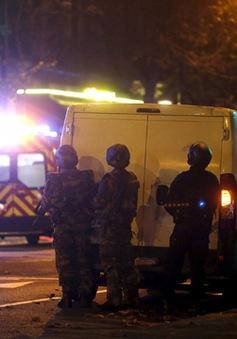 Pháp phong tỏa trung tâm Paris vì báo động giả