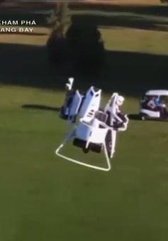 Máy bay không người lái mang gậy golf