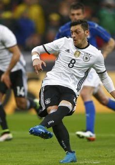 Ozil: Tôi chẳng quan tâm người ta khen chê