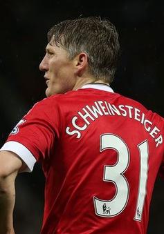 """""""Chê"""" lương chỗ khác thấp, Schweinsteiger quyết bám trụ lại Man Utd"""