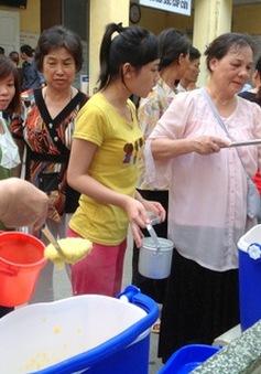 Nhóm Cháo tử tế mang niềm vui đến bệnh nhân nghèo