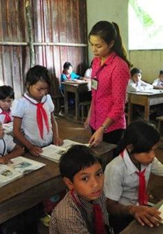 Cần có chính sách phụ cấp cho giáo viên vùng cao dạy học cả ngày