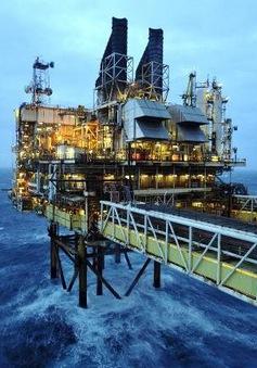 Giá dầu mỏ thế giới tăng mạnh