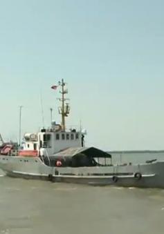 Lữ đoàn 125 Hải quân cứu trợ nước ngọt cho người dân ở Bến Tre