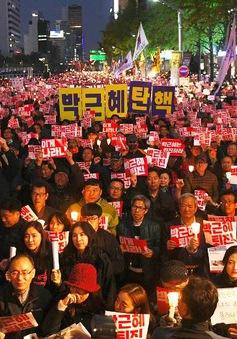 Tổng thống Hàn Quốc Park Geun-Hye trước sức ép từ chức lớn