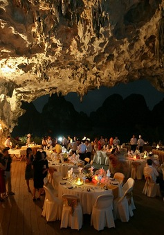 Chấm dứt kinh doanh ăn uống trong hang động tại vịnh Hạ Long