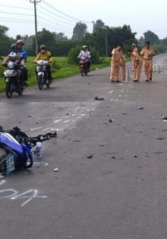 Xe tang lấn làn gây tai nạn, 3 người tử vong tại Vĩnh Long