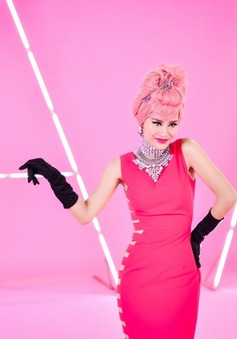 Đông Nhi sexy với sắc hồng trong MV mới
