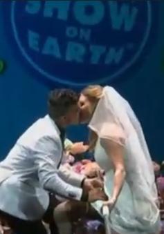 Cử hành hôn lễ trên dây thăng bằng ở độ cao 9m