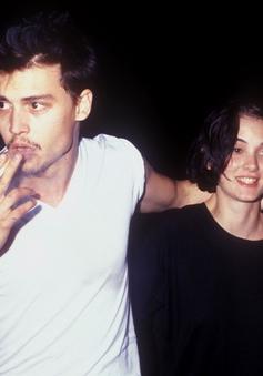Johnny Depp được hôn thê cũ bảo vệ