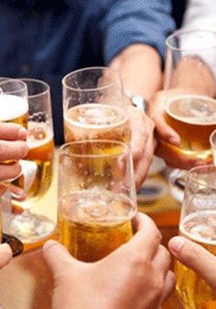 Uống rượu bia - Từ cuộc vui trên bàn nhậu đến nỗi ám ảnh của xã hội