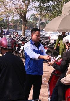 Thanh niên Thủ đô trông xe miễn phí xuyên Tết