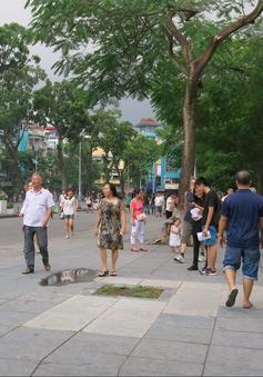 """Mở rộng phố đi bộ Hà Nội: Người dân kêu bất tiện, hộ kinh doanh than """"ế"""""""