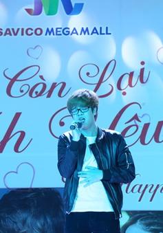Bùi Anh Tuấn hát tặng các cặp đôi Hà Nội trong ngày lễ Tình yêu