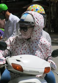 """Thi THPT chuyên 2016: Phụ huynh """"cháy nắng"""" đưa con đi thi"""