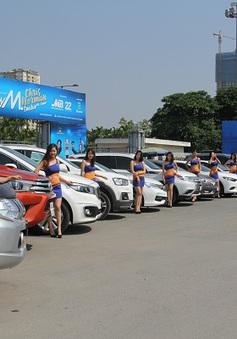 Dàn xe hơi khuấy động phố phường Hà Nội