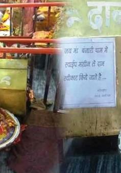Ấn Độ: Quẹt thẻ tiền cúng ngay tại... đền thờ