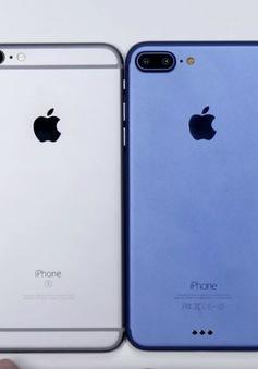 """Chuyên gia """"bẻ cong"""" trên tay nguyên mẫu iPhone 7 Plus phiên bản Deep Blue"""