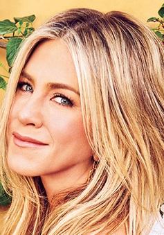 Jennifer Aniston tiết lộ ngoại hình thảm họa thời cấp 3