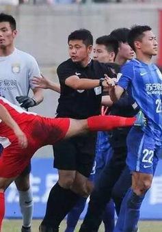 Đội bóng Trung Quốc của Ramires bị đánh hội đồng ngay trên sân