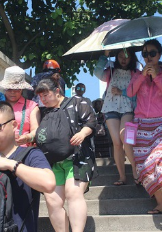 Hôm nay, Bộ VH-TT&DL làm việc tại Đà Nẵng về hướng dẫn viên chui
