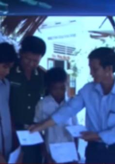 Khen thưởng 2 thiếu niên cứu 5 học sinh bị đuối nước