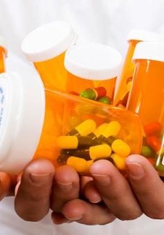 """Tình trạng lạm dụng kháng sinh và """"nghiện"""" điện thoại thông minh tại Mỹ"""