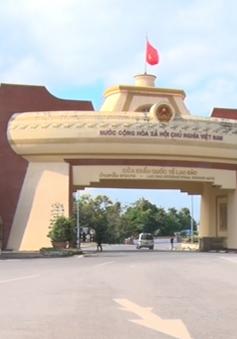 Khó kiểm soát xe qua cửa khẩu Lao Bảo