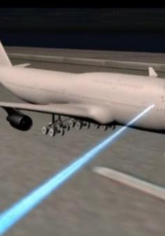Sẽ lập đường dây nóng xử lý nạn chiếu đèn laser vào máy bay