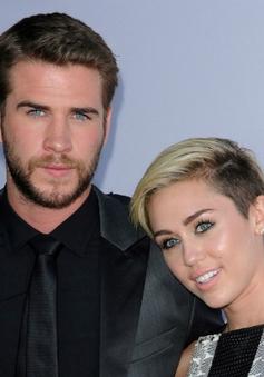 """Miley Cyrus bị đồn """"ăn cơm trước kẻng"""""""