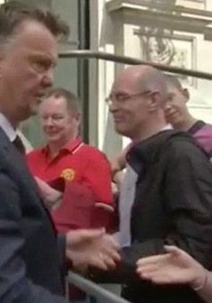 "Van Gaal buột mồm tiết lộ ""hết tương lai"" tại Man Utd"
