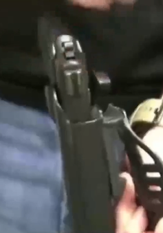 Mỹ: Trường cấp 3 cho phép giáo viên mang súng vào trường