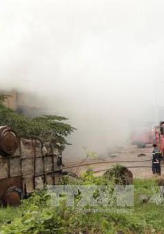 Cháy lớn thiêu rụi xưởng sản xuất giấy tại Bình Dương