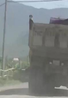 Người dân khốn khổ vì ảnh hưởng xe tải tại mỏ đá Hòn Ngang
