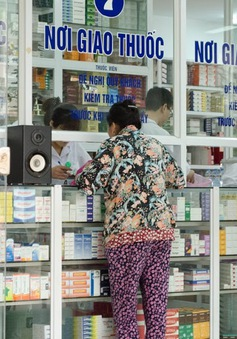 Người Việt phải bỏ tiền túi chi trên 54% phí y tế