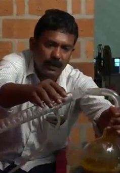 Chế tạo nhiên liệu lỏng từ chất thải nhựa tại Ấn Độ