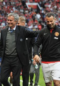 Huyền thoại Man Utd trách khéo Mourinho không biết giữ người