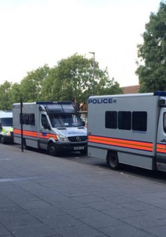 Anh sơ tán hàng chục nhà dân tại London