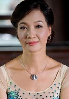 NSND Lê Khanh khoe vẻ đẹp không tuổi trong Bữa trưa vui vẻ (12h, VTV6)