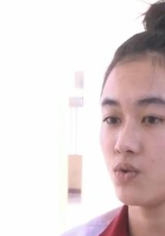 Nữ sinh bị cưa chân trở lại trường học