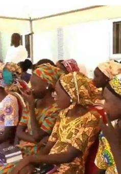 Niềm vui đoàn tụ của các em gái bị Boko Haram bắt cóc