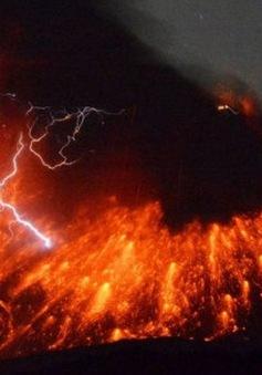 Nhật Bản: Núi lửa gần nhà máy hạt nhân phun trào