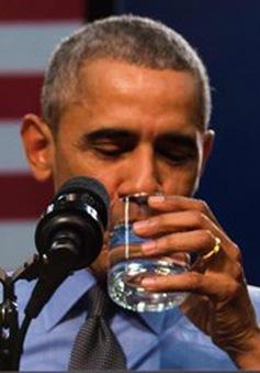 Tổng thống Mỹ uống nước từ vùng nhiễm chì để trấn an người dân